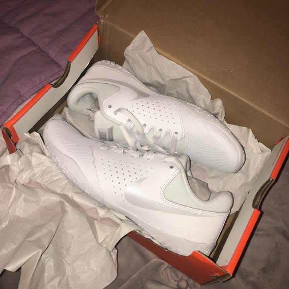 0e2be4d90992 Woman s Nike cheer sideline IV NWT